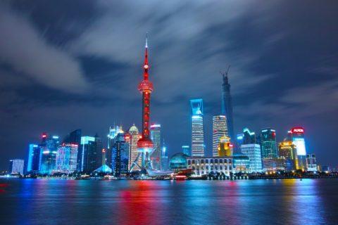 Shanghai skyline om natten