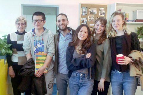 Fushu sammen med lærere og klassekamerater hos LTL Beijing