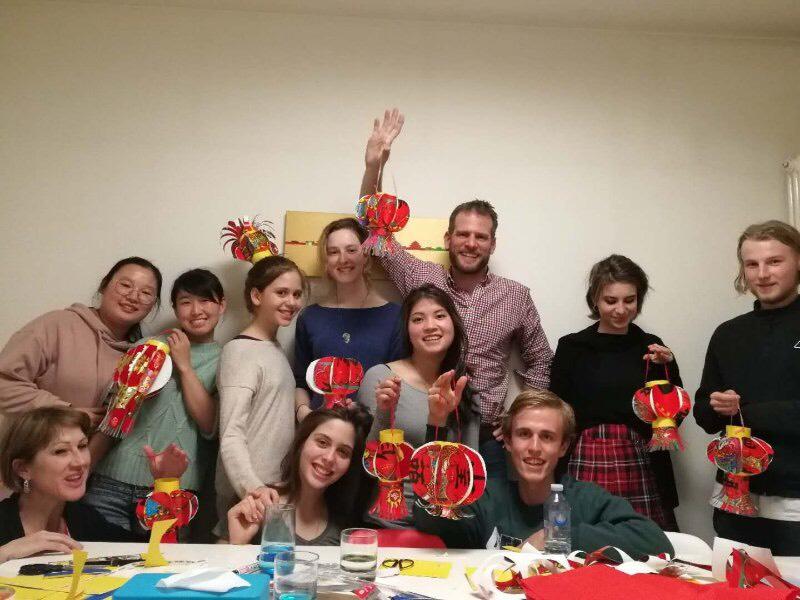 Nedd og studiekameratene lagde kinesiske lykter i Beijing
