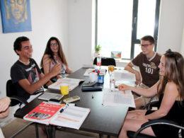 Elever lærer kinesisk i Beijing