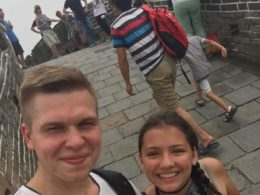 To LTL elever utforsker den kinesiske muren