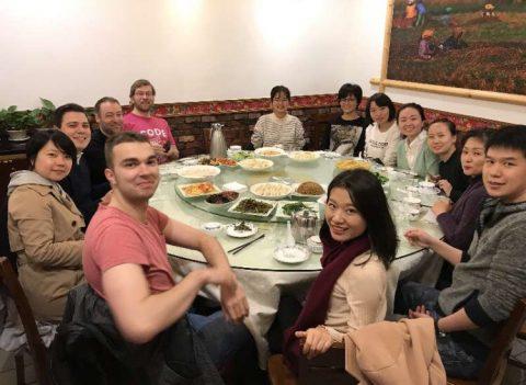 Felles middag elever og ansatte